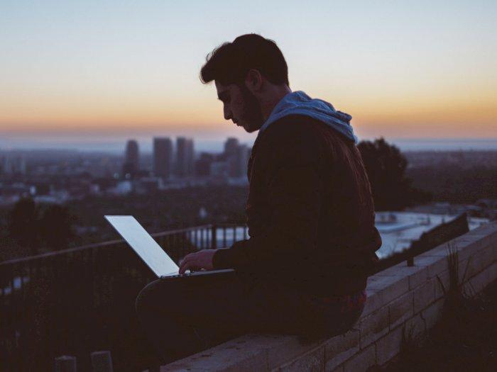 Setengah Penduduk Bumi Kini Jadi Pengguna Internet, Habiskan Hampir 7 Jam Sehari