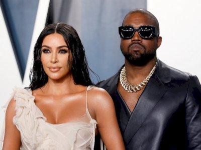 Cincin Pernikahan Dilepas, Kanye Terlihat untuk Pertama Kalinya Sejak Kim Mengajukan Cerai