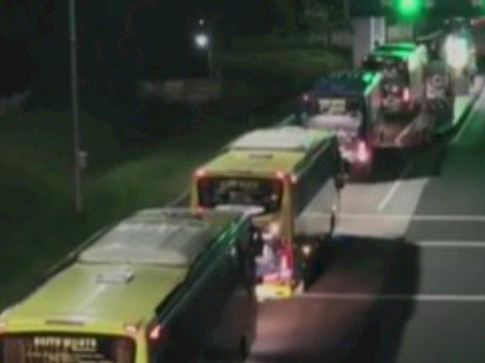 Penampakan 17 Bus Diduga Hasil Korupsi Asabri yang Disita Kejagung, Netizen: Gila!