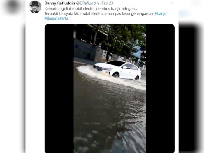Greget! Mobil Listrik Hyundai Ioniq 'Santuy' Terjang Banjir Jakarta