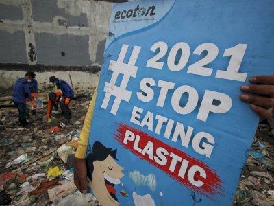 FOTO: Kampanye #2021stopmakanplastik di Surabaya