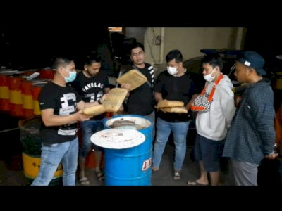 Polisi Bongkar Penyelundupan 100 Kg Ganja yang Disembunyikan di Dalam Drum