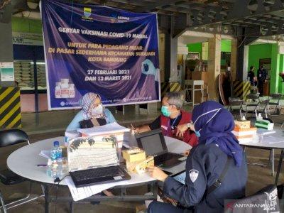 Hari Ini, Pedagang Pasar di Kota Bandung Mulai Divaksinasi