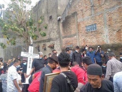 Jenazah Doran Markus, Korban Penembakan Oknum Polisi Dikebumikan di Lampung