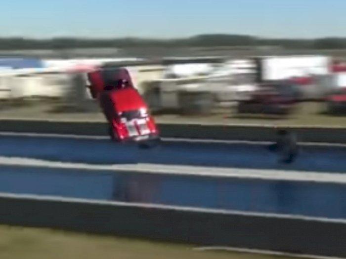 Mobil Chevrolet Camaro Ini Terbang Saat Drag Race, Ini Videonya!