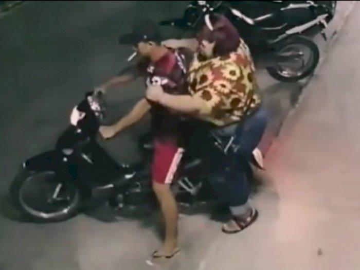 Viral Wanita Bertubuh Tambun Terjengkang dari Motor, Bukan Kasihan Netizen Malah Kesal
