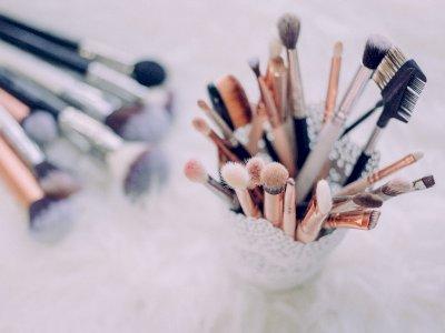 Biar Perawatan Kulit Efektif, Jangan Lupa Bersihkan Alat-Alat Kosmetik
