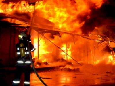 2 Rumah Semi Permanen Terbakar di Medan,  Diduga Api Bersumber dari Lilin, 1 Orang Tewas