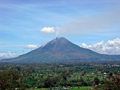 Gunung Sinabung di Tanah Karo, Sempat Tidur Panjang, Kini Kembali Aktif