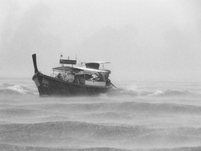 Dihantam Badai, Sebuah Kapal Ikan di Perairan Tapanuli Tengah Karam