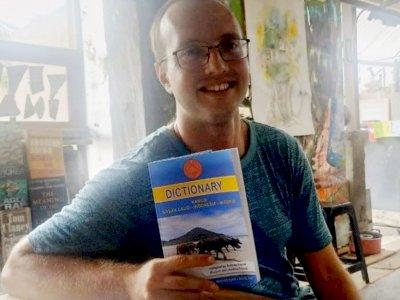 Inilah Pembuat Dua Kamus Bahasa Sasak Lombok, Bukan Orang Indonesia Tapi Bule AS