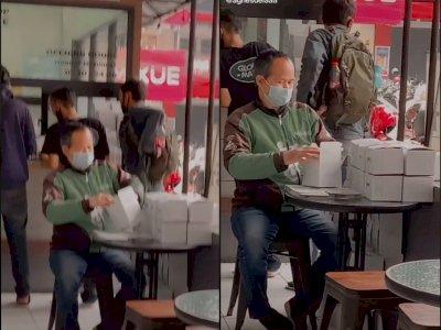 Momen Driver Ojol yang Bantu Lipat Boks Makanan saat Tunggu Pesanan, Tuai Pujian Warganet