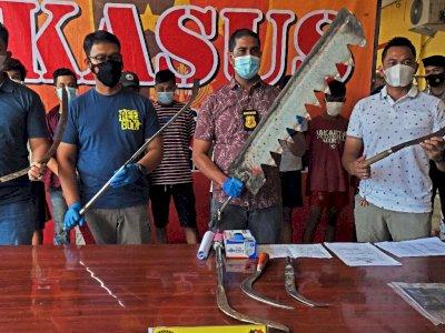 FOTO:  Anggota Geng Motor yang Bawa Senjata Tajam di Serang Ditangkap, Motif Balas Dendam