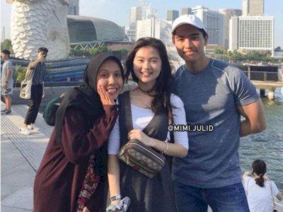 Felicia Tissue Berdoa ke Masjid Usai Dikhianati Kaesang, Sang Kakak: Ia Diperlakukan Jahat