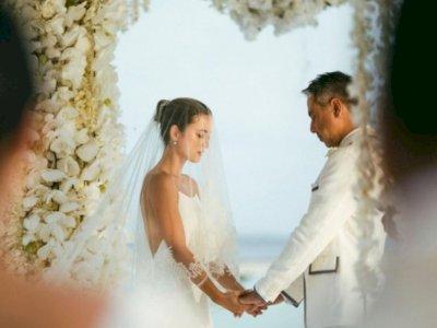 Julie Estelle Menikah dengan David Tjiptobiantoro di Maladewa