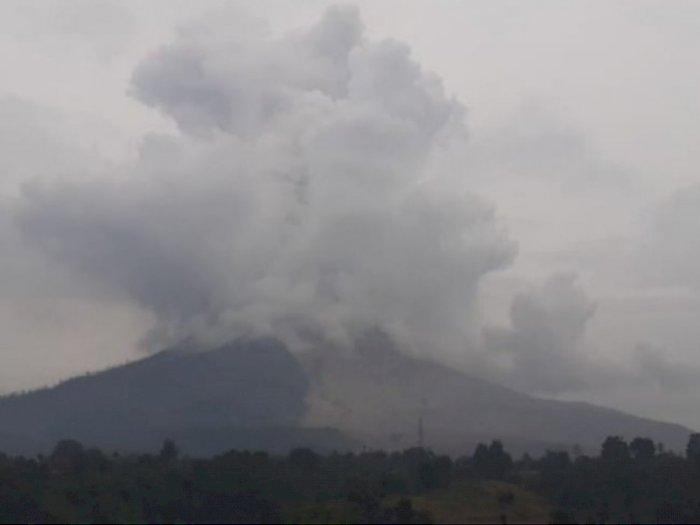 Gunung Sinabung di Karo Kembali Erupsi, Luncuran Abu Vulkanik Setinggi 1.000 Meter