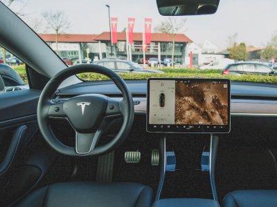 Tesla Tambah Kapasitas Beta Tester dari Fitur Full Self Driving Terbarunya!