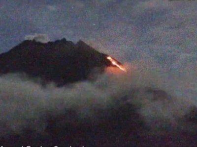 Pagi Ini, Gunung Merapi Luncurkan Awan Panas Guguran Sejauh 1,3 Km