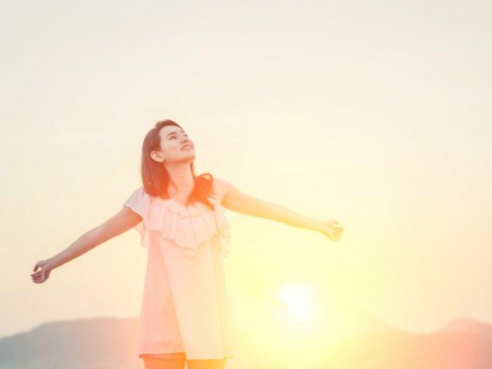 Awas! Sinar Matahari Jam Segini Bikin Kulit Gosong