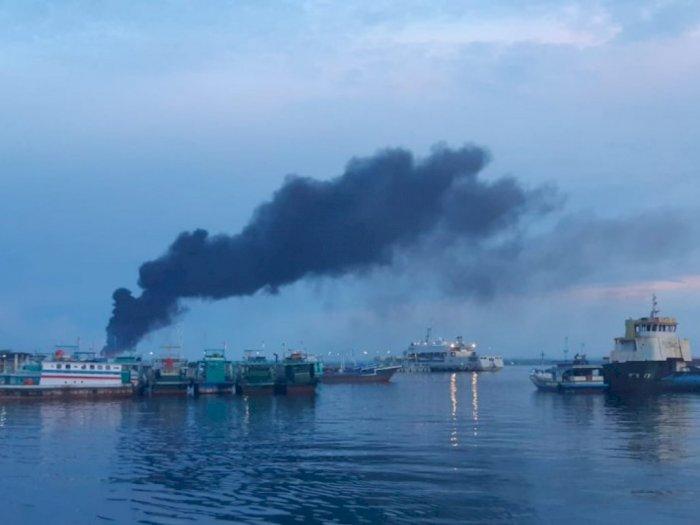 KSOP Sorong Pastikan Dampak dari Kebakaran KM Fajar Baru 8 tak Cemari Air Laut