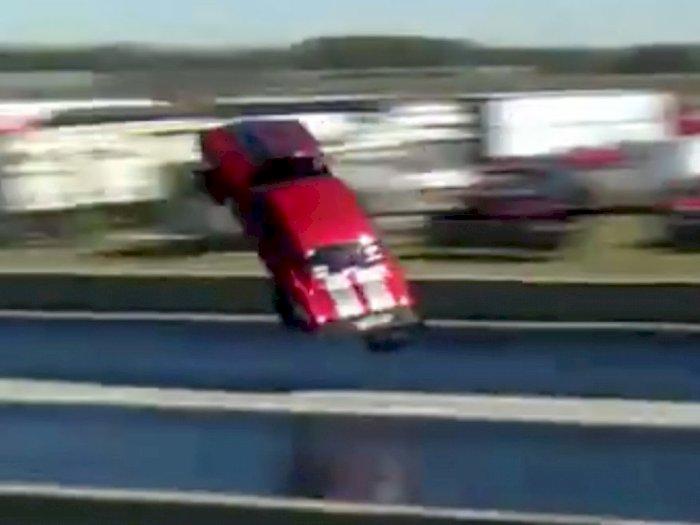 Ngeri! Mobil Drag Race Camaro Ini Terbang Karena Melaju Terlalu Cepat!