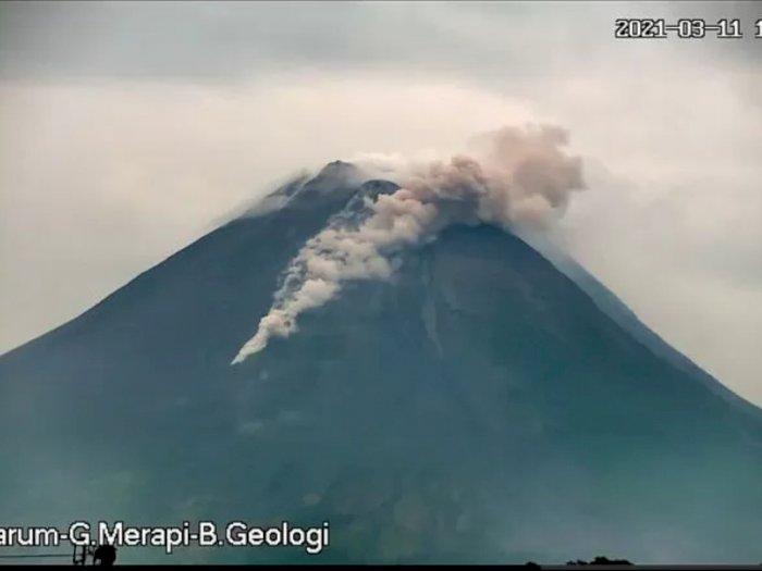 Erupsi, Gunung Merapi Luncurkan Guguran Awan Panas Sejauh 1,2 Km