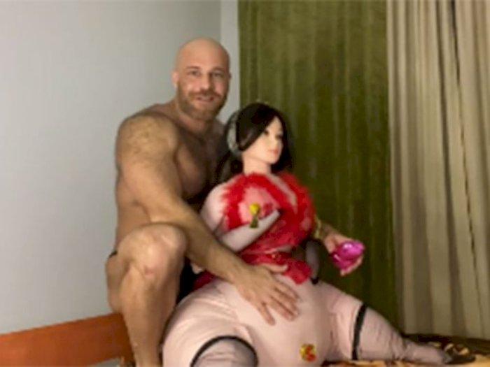 Pria yang Menikah dengan Robot Seks Sekarang Punya Istri Baru, Boneka Ayam Kepala Manusia