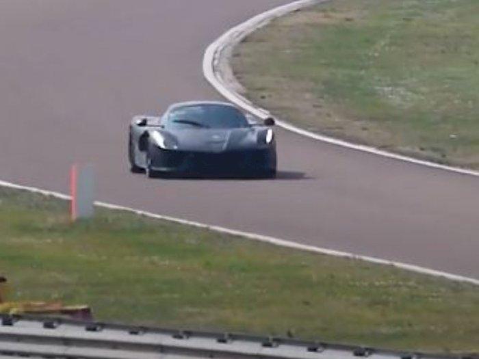 Ferrari Kepergok Lakukan Uji Coba Produk Terbaru, Tanpa Skin Kamuflase!
