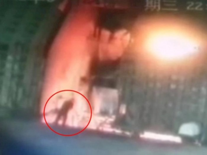 Sahamnya Rugi Besar, Pria di China Ini Nekat Bunuh Diri Melompat ke Tungku Baja