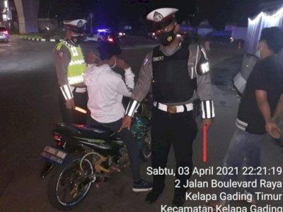 Ditlantas Tilang Pengendara Motor yang Terjaring Razia Knalpot Bising di Jakarta