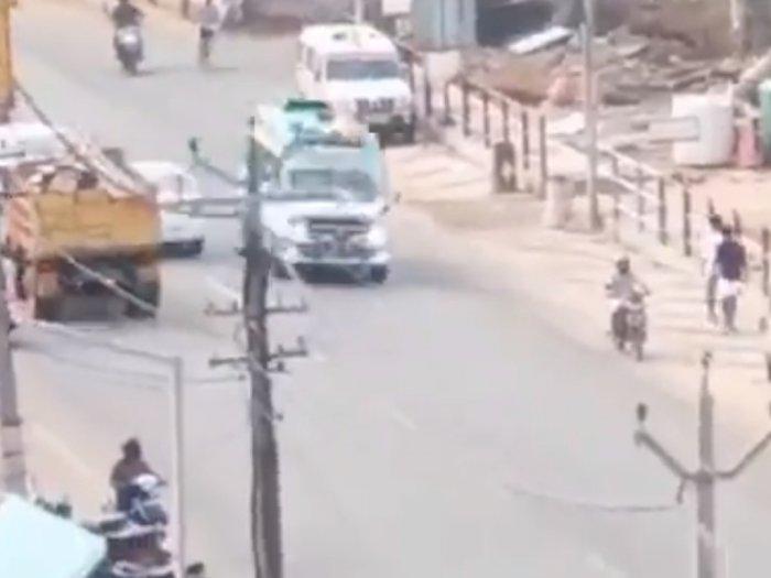 Momen Ambulans di India yang Ngebut di Jalan, Bikin Netizen Melongo