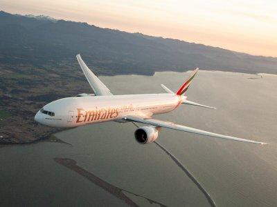 Mantap! Emirates Terbangkan 50 Juta Vaksin Corona & 100 Ton Jarum Suntik ke Seluruh Dunia