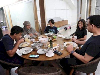 Kumpul dengan Keluarga, Anies Bahas Pembagian Tugas Ibadah di Rumahnya
