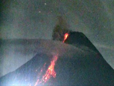 Gunung Merapi Luncurkan Awan Panas Tiga Kali Hingga 1,8 Km