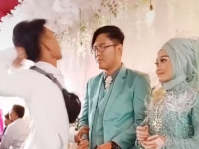 Pria Ini Emosi Datang ke Nikahan Mantan, Netizen Sebut Mantannya yang Cowok
