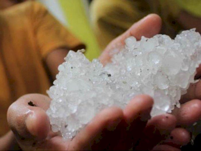 Heboh! Hujan Es di Bekasi Sore Ini, Netizen: Nitip Es Buat Buka Puasa