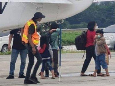KKB Semakin Meresahkan, 27 Warga Sipil Terpaksa Diungsikan Pakai Pesawat ke Timika
