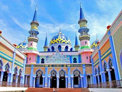 7 Masjid Unik di Indonesia untuk Wisata Religi