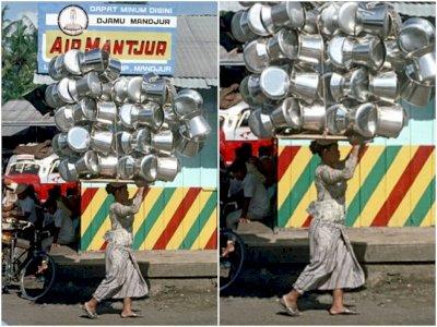 Foto Jadul Ibu Penjual Panci Tahun 1972, Netizen Malah Salfok Bacaan Ini