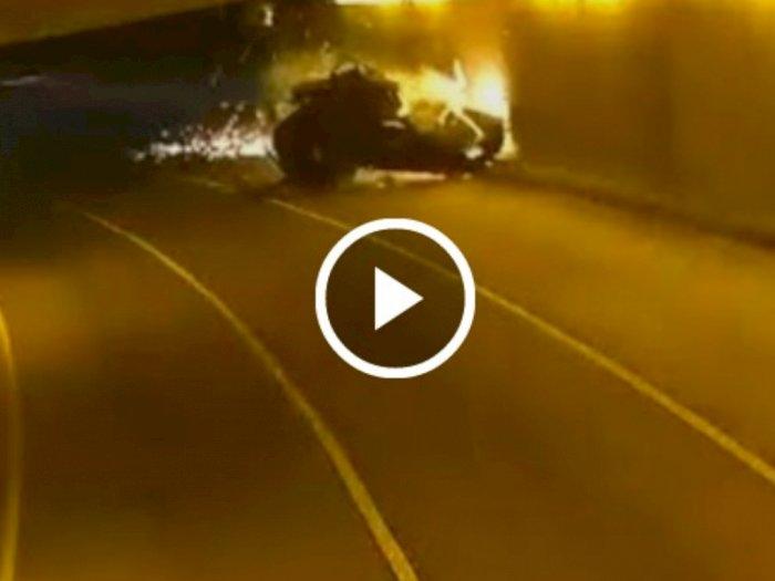 Detik-detik Mobil Hilang Kendali dan Tabrak Pembatas Jalan, Langsung Meledak di Terowongan
