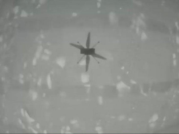 NASA Berhasil Menerbangkan Helikopter Kecil di Planet Mars, Ini Videonya!
