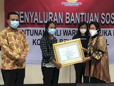 Kemensos Beri Penghargaan Untuk Dua Guru yang Tewas Ditembak Oleh KKB