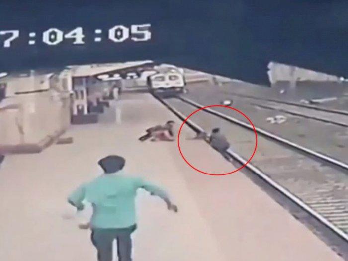 Detik-detik CCTV Seorang Bocah Nyaris Tertabrak Kereta Usai Diselamatkan Petugas Stasiun