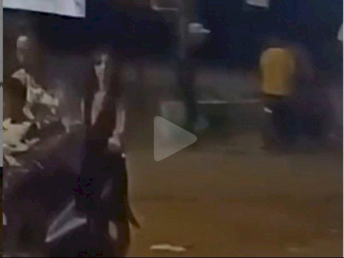 Mahluk Menyeramkan Bonceng Motor Seorang Pria, Netizen: Setan Irit Ongkos