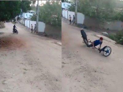 Motor Pria ini Malah Patah Ketika Hendak Freestyle, Bikin Netizen Geleng-geleng Kepala