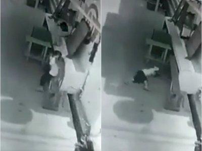 Bocah Perempuan Diserang Monyet Liar, Rambutnya Dijambak Hingga Jatuh Terguling-guling