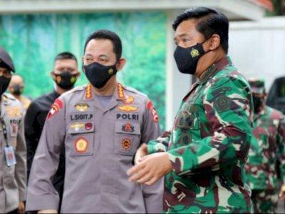 Panglima TNI dan Kapolri Pantau Langsung Pencarian KRI Nanggala 402 Melalui KRI Soeharso