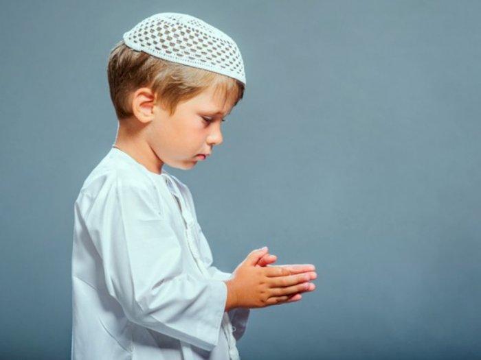 Cara Mendidik Anak Laki-Laki Menurut Islam Sesuai Anjuran Nabi