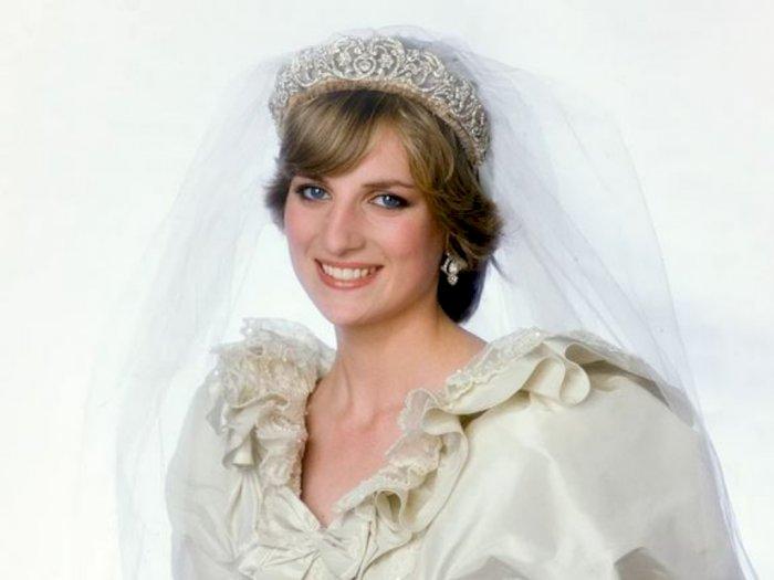 Pameran Kerajaan Inggris Digelar, Gaun Pengantin Putri Diana Jadi Salah Satu Pajangan!