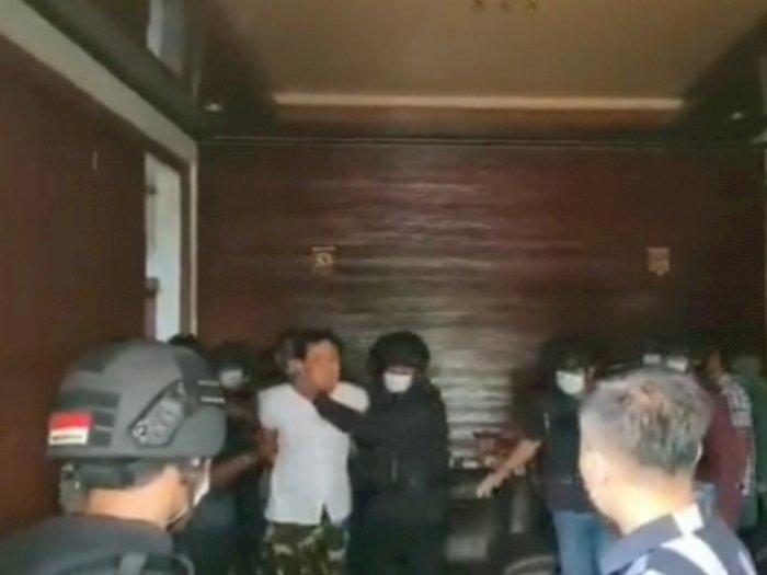 Penangkapan Munarman Menuai Protes soal Mata Ditutup hingga Baiat ke ISIS